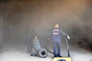 Mardin'de bir sitenin kapalı otoparkında yangın