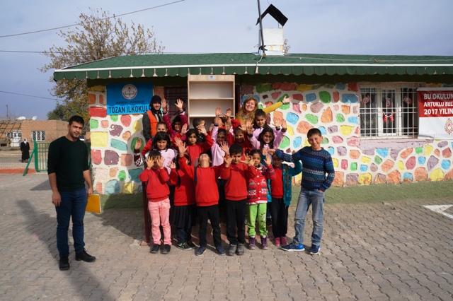 Artuklu belediyesinden okullara kitaplık yardımı