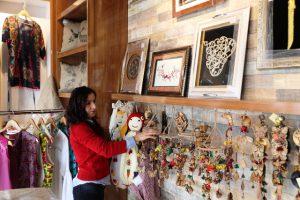 Kadınların el emeği göz nuru ürünleri için satış merkezi