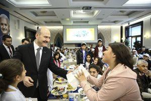 İçişleri Bakanı Soylu Mardinli çocuklarla kahvaltı yaptı