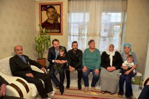 Bakan Albayrak'tan şehit ailesine ziyaret
