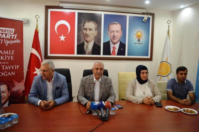 """""""Tüm güzel işlerde AK Parti'nin imzası var"""""""