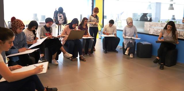 Gençlik merkezinden gençlere katkı
