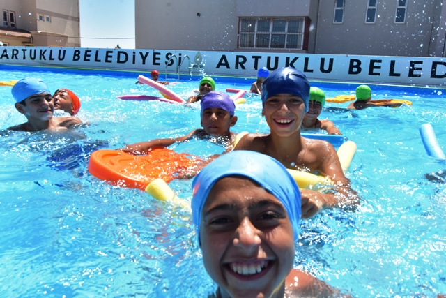 """Artuklu Belediyesi """"Haydi Çocuklar  Havuza"""" etkinliği Sona Erdi"""