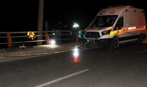 Bariyerlere çarpan  bisikletli hayatını kaybetti