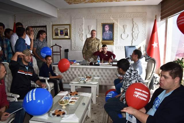 Down sendromlu gençlerden, Emniyet  ve Jandarma'ya ziyaret