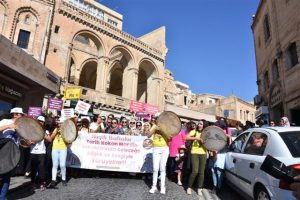 Kadınlardan tarihi kentin sokaklarında sağlık yürüyüşü