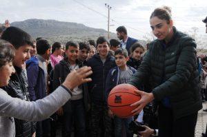 Kırsaldaki çocuklar spora yönlendiriliyor