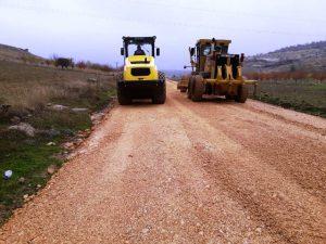 Belediyenin yol çalışmaları sürüyor