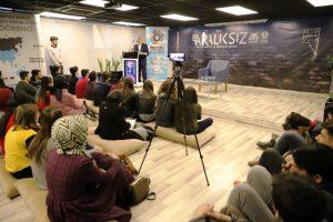 Prof. Dr. Tayyar Arı, gençlerle buluştu
