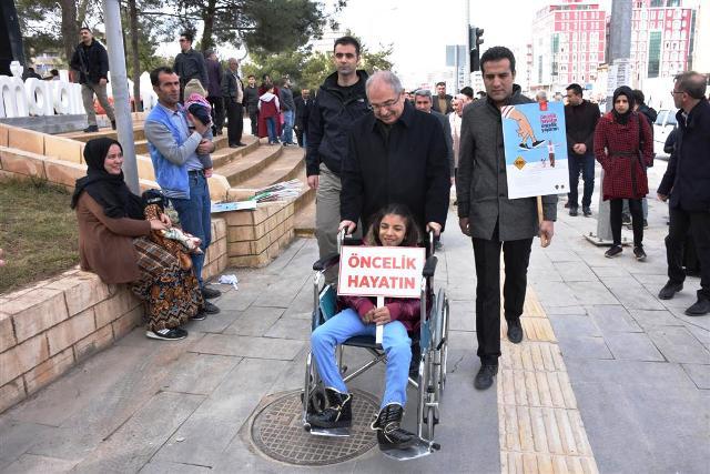 """""""Yaya Öncelikli Trafik Yılı""""  kampanyası yürüyüşle başladı"""