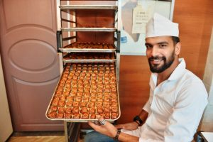 """Suriyeli Fadıl'ın geçimi """"Süryani çöreği""""nden"""