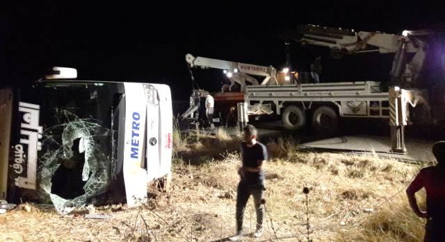 Otobüs devrildi: 10 yaralı