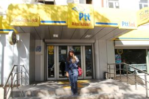 Midyat'ta kadın postacı