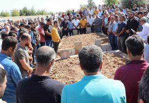 Kazada ölen 4 kardeş yan yana defnedildi