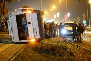 İşçi servisi ile polis aracı çarpıştı: 7 yaralı