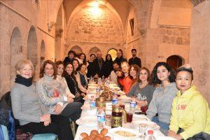 Mardin'in unutulmaya yüz tutmuş yemeklerini tanıttı