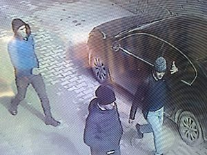 Araçta hırsızlık güvenlik  kamerasına yansıdı