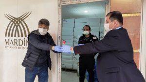 Belediyeden  gazetecilere  maske, eldiven ve  dezenfektan desteği
