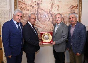 Vali Yaman, Güvel'e ziyaretin anısına plaket verdi