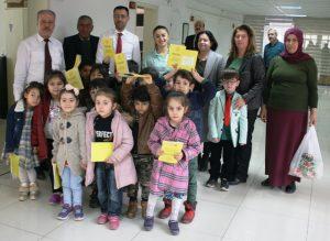 Minik Öğrencilerden Vergi Haftası  nedeniyle mal müdürüne ziyaret