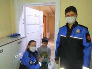 Polisten hasta çocuğa doğum günü sürprizi