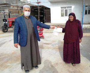 Vefa Sosyal Destek Grubu, emekli kadına maaşını teslim etti