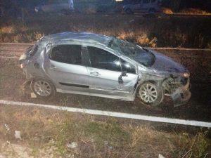 Devrilen otomobildeki bebek öldü, anne ve babası ağır yaralandı