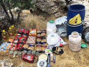 Teröristlerin kullandığı sığınakta yaşam malzemesi ele geçirildi