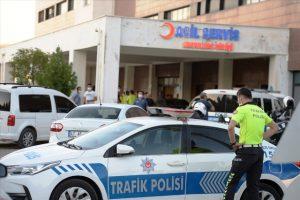 Uygulama noktasındaki trafik polislerine otomobil çarptı: 3 yaralı