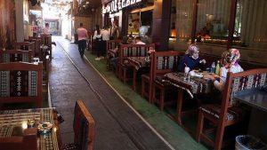 Lokanta, kafe ve kıraathane gibi iş yerlerinin çalışma saatlerine yönelik kısıtlama kaldırıldı