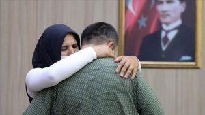 Teslim olan PKK'lı terörist annesiyle buluşturuldu