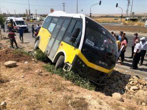 Nusaybin'de tır ile minibüs çarpıştı: 1 yaralı
