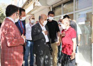 Vali Demirtaş yol çalışmasını inceleyip vatandaşlarla sohbet etti