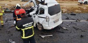 Hafif ticari araç ve kamyon çarpıştı: 1 ölü, 2 yaralı