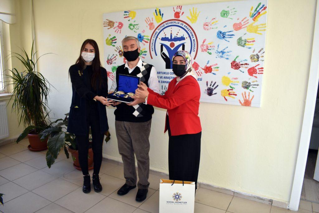 Mardin Büyükşehir Belediyesi Fedakar Öğretmenleri Unutmadı