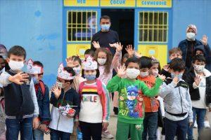 İlkokul öğrencileri depremzede yaşıtları için oyuncak topladı