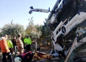 Mardin'de devrilen tırın sürücüsü hayatını kaybetti