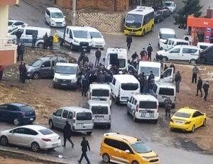 Artuklu'da bir kişi kamyonette ölü bulundu