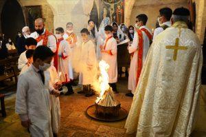 Kovid-19 önlemlerine uyularak Noel ayini yapıldı