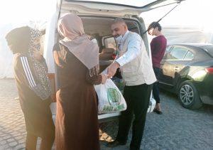 Gönüllü Anneleri Gıda  Paketlerini Muhtaçlara  Ulaştırıldı