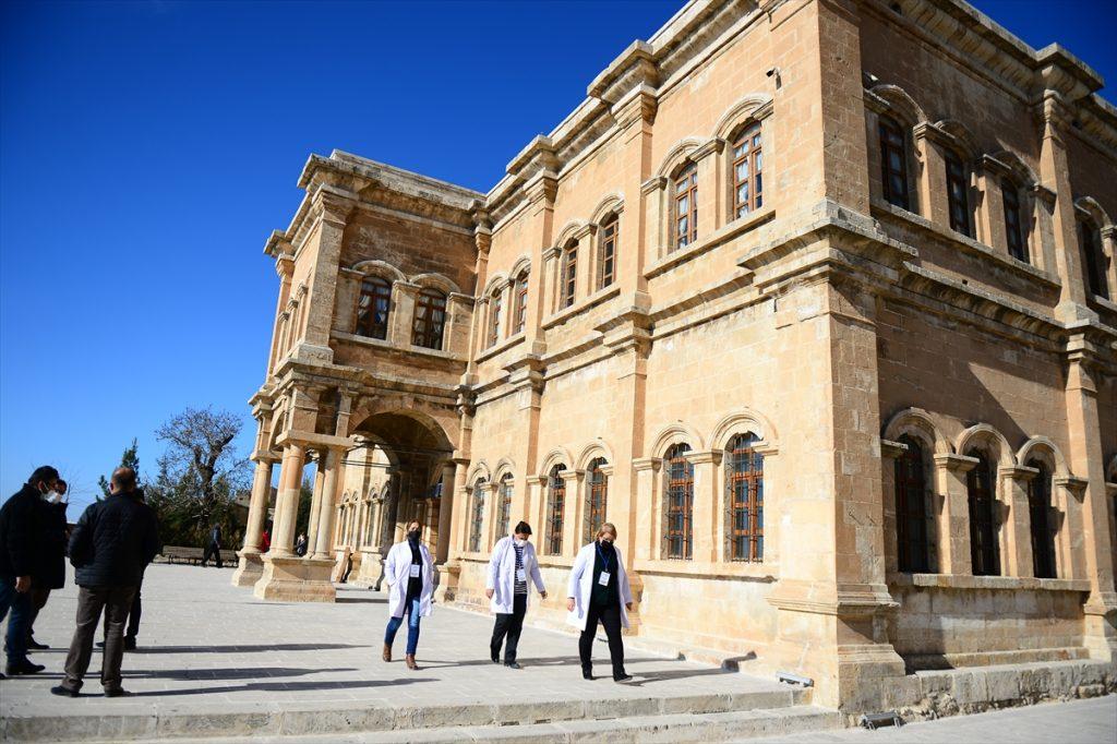 Yüzlerce yıllık dokuma kültürüne 700 yıllık medrese ev sahipliği yapıyor
