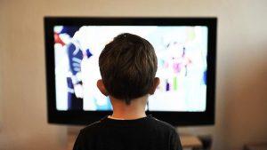 Ailelere 'ekran önünde geçirilen  uzun sürelere dikkat edin' uyarısı