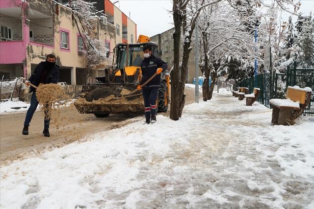 Kar nedeniyle ulaşıma kapanan  24 kırsal mahalle yolu açıldı
