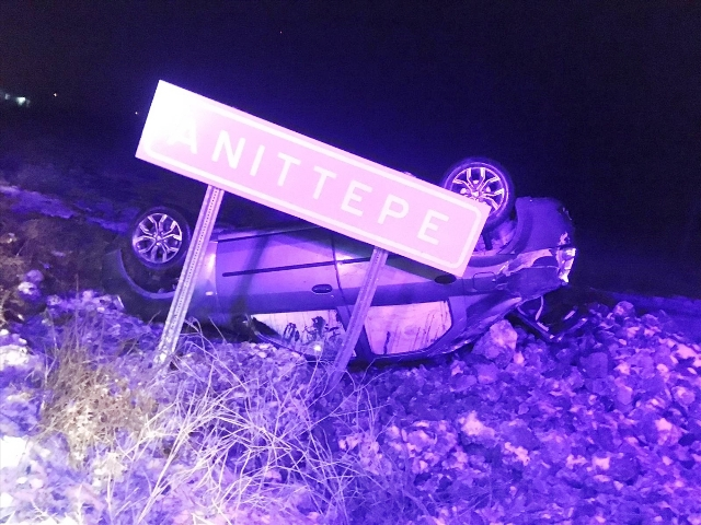 Otomobil devrildi, baba-kız yaralandı