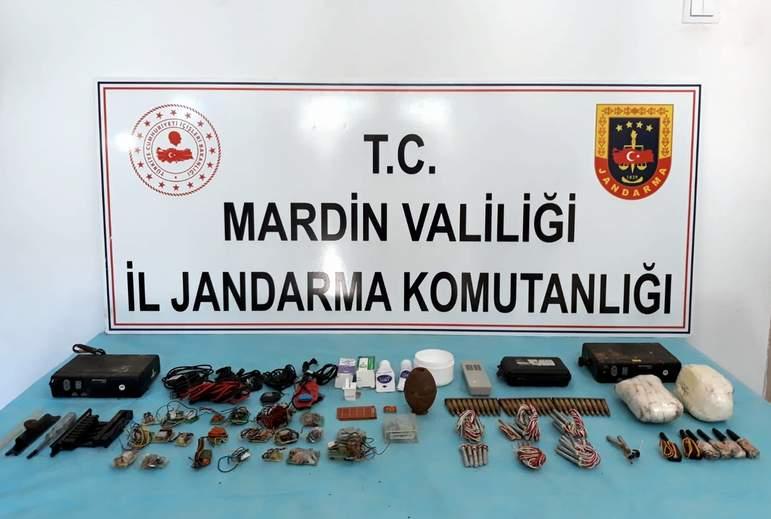 PKK'lı teröristlerin kullandığı 14 depo kullanılamaz hale getirildi