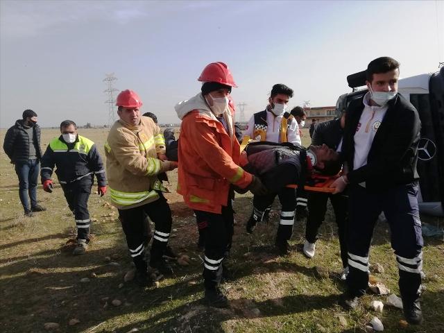 Beton mikserinin devrilmesi sonucu 2 kişi yaralandı