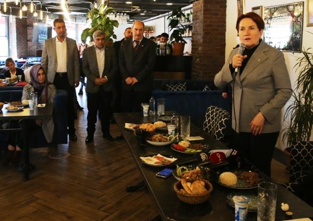 Akşener, Mardin'de  partililerle buluştu