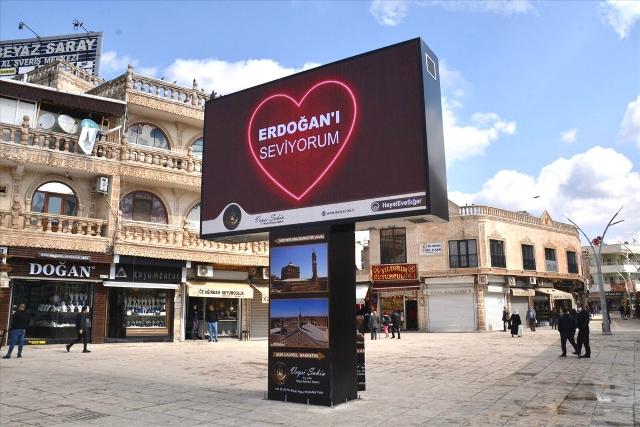 """5 Dilde """"Love Erdoğan"""" görseli"""