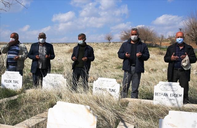 PKK'lı teröristlerin 34 yıl önce katlettiği 8 şehidin acısı dinmedi